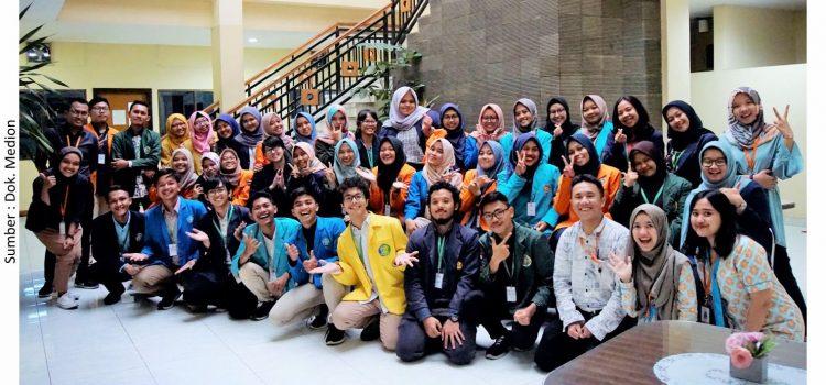 Mahasiswa Farmasi Timba Ilmu di Medion